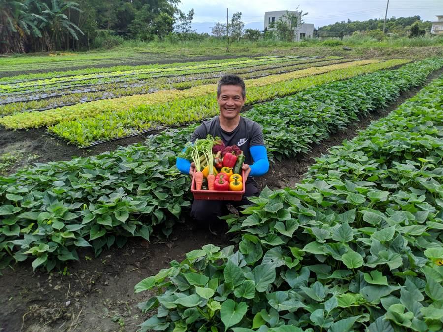 花蓮青農鄒仁芳堅持有機生產,要讓花蓮孩子吃得健康。(許家寧攝)