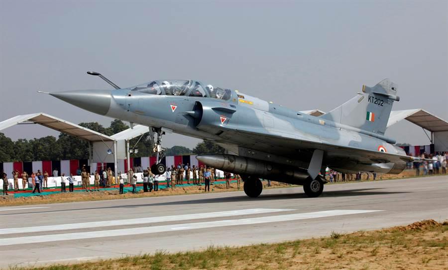 印度空軍目前大約有不到50架的法製幻象2000戰機。(圖/路透)
