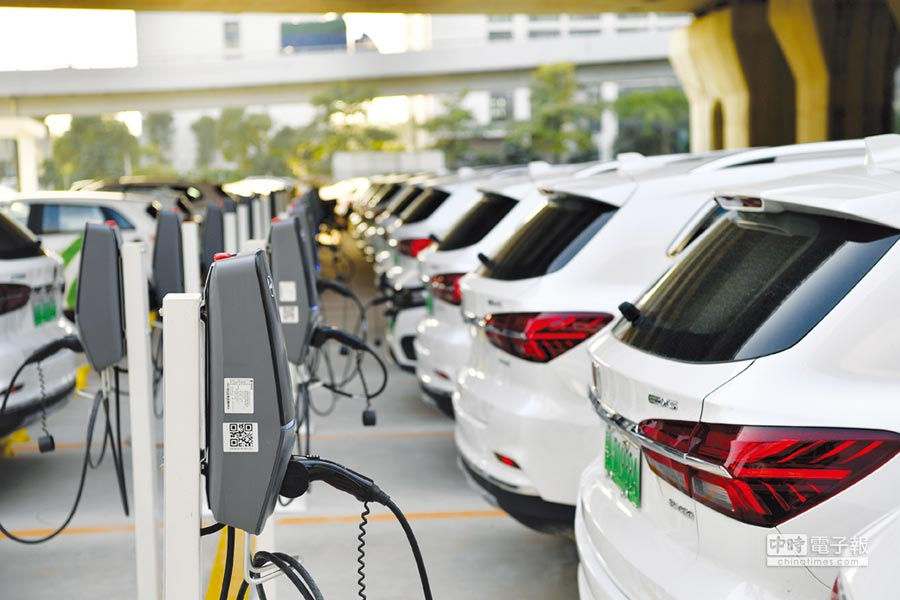 圖為廣州南站新能源車位。圖/新華社