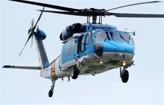空軍S-70C型直升機 早上降松山機場受損
