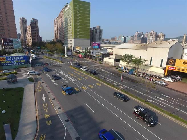 蘆警提醒國道高乘載管制及改道路線建議,民眾在228連假出遊參考。(甘嘉雯翻攝)