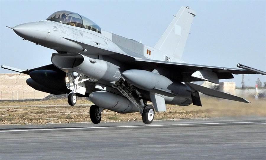 印度官方聲稱其防空部隊擊落巴基斯坦空軍的F-16戰機。圖為巴國的F-16。(圖/巴基斯場空軍)