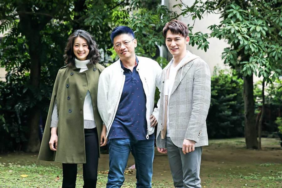 溫昇豪、賴雅妍主演的《瘋狂偶像劇》五度加演。中為全民大劇團團長謝念祖。(羅永銘攝)