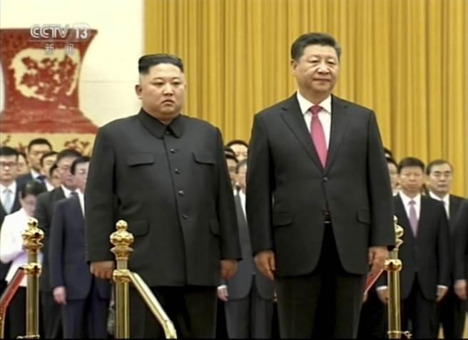 北京消息人士透露,北韓外務省副相李吉聖已抵達北京,據傳金正恩可能返回北韓時訪北京與中國大陸國家主席習近平見面。(資料照片/美聯社)