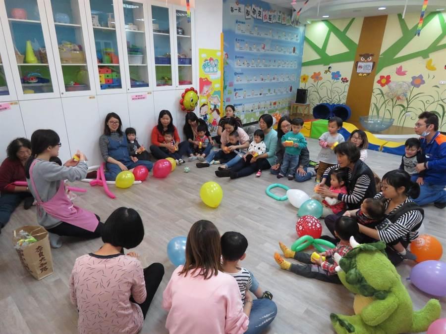 員林托育資源中心的親子活動讓親子的互動更密切。(彰化縣政府提供)