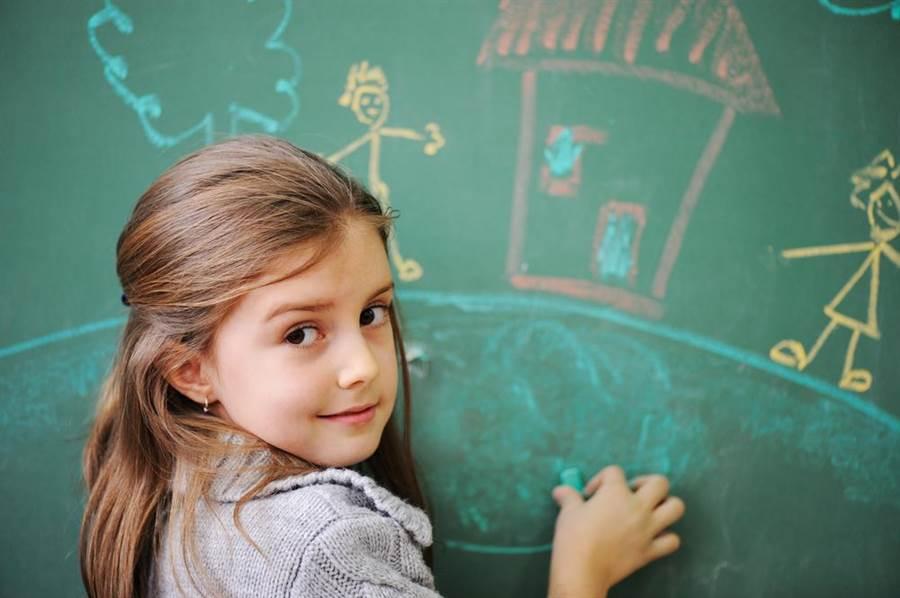 教室冷知識!明明是綠色為何要叫「黑板」?(示意圖/達志影像)