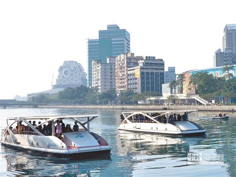 高雄愛河是陸客來台觀光必遊景點之一。(中時報系資料照片)