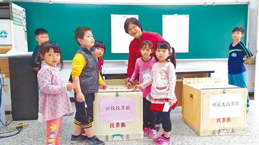 總統邀參訪,興華國小師生公投決定去總統府官邸。(張朝欣攝)