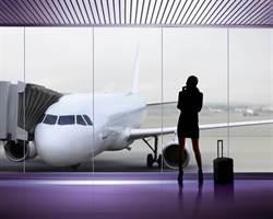 飛機上乘客連環屁臭氣熏天 機長斷然做了這件事