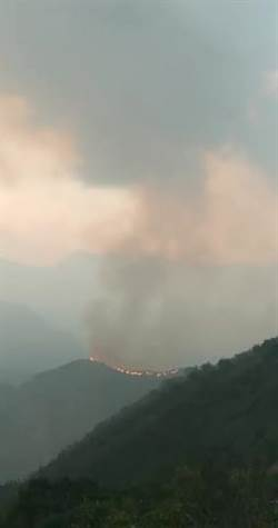 影》阿里山大火持續燃燒 火警區險生人難進 當地傳鬼魅作怪