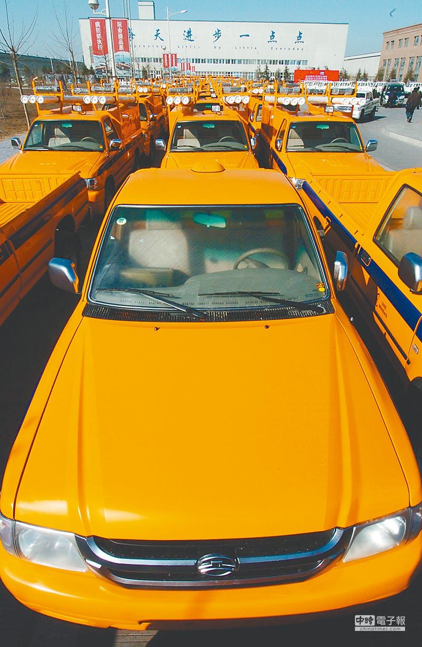 準備出口到古巴的長城汽車停放在工業園內。(新華社資料照片)