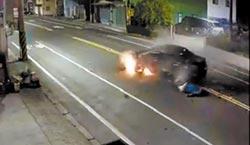 自撞花台爆頭 倒車暴衝輾妻