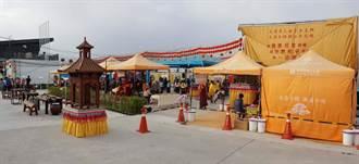 「行動佛殿」開進台灣燈會 發送美鈔真鈔發財金