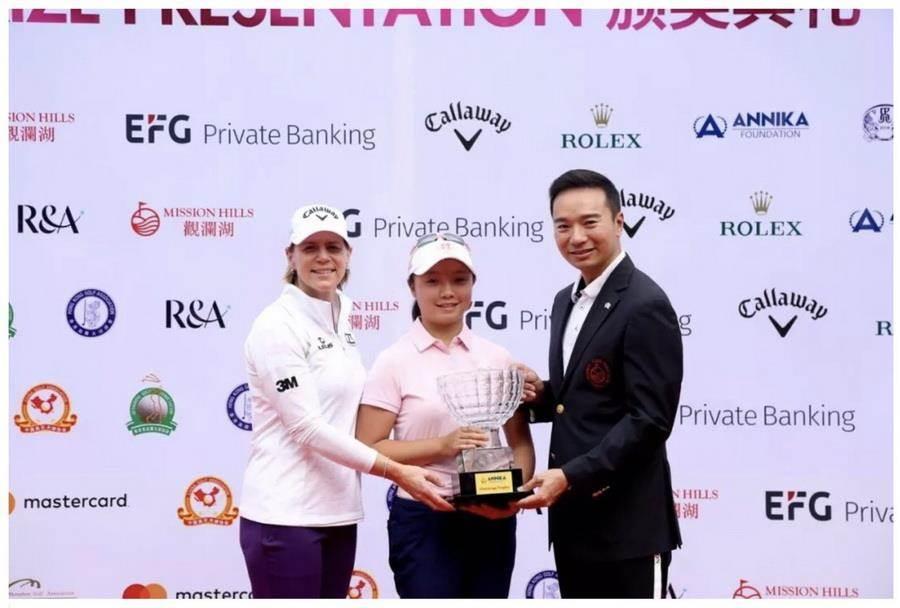 黃亭瑄(中)首次在大陸的比賽奪得冠軍。(圖說/取自黃亭瑄臉書)