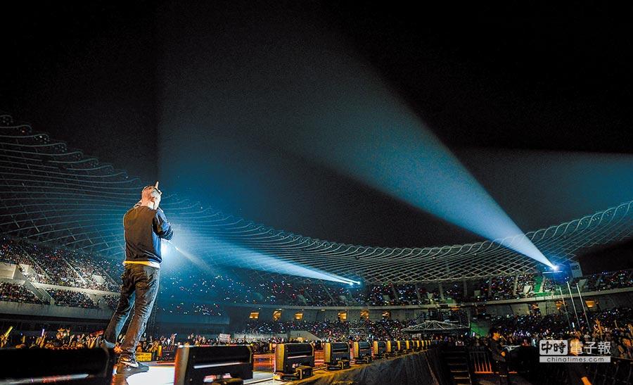 現場吸引5萬粉絲朝聖,相當壯觀。
