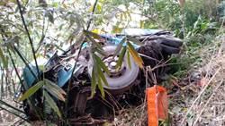新店大貨車疑煞車失靈衝出坡邊滑落竹林 2人送傷送醫