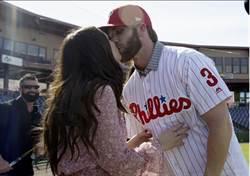 MLB》費城的貝比魯斯!哈波首披3號戰袍