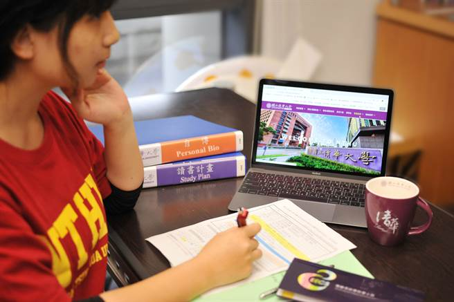 考生要參加各校系個人申請入學,除了學測成績,還要準備自傳及讀書計畫。(清大提供)