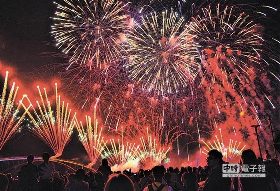 2019澎湖國際海上花火節將在4月18日至6月24日登場,共計22場次。(本報資料照片)