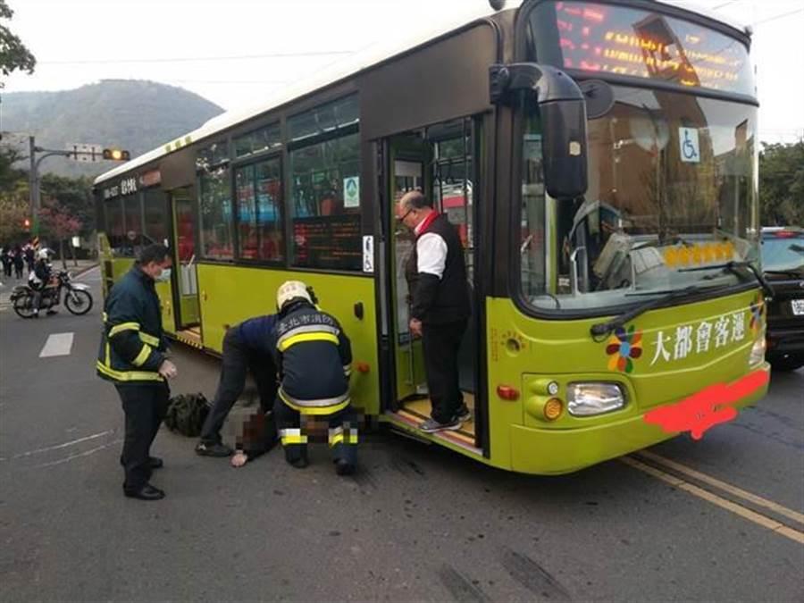 上月發生一起文大女大生不幸遭公車撞死的悲劇。(湯萱樂翻攝)