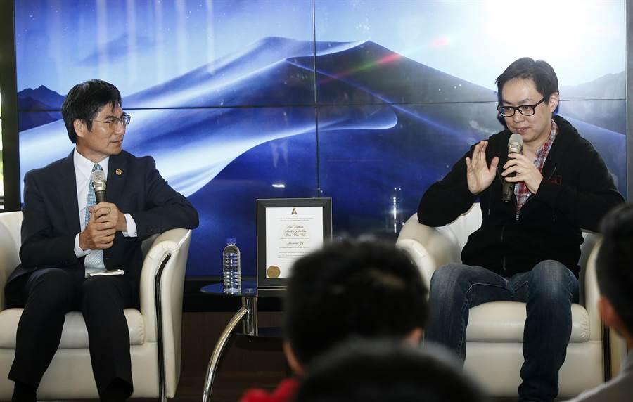 獲得2019年美國影藝學院「科學技術成就獎」的馬萬鈞博士(右)5日出席「當千里馬遇見伯樂-馬萬鈞博士交流會」,分享經驗,並與科技部長陳良基(左)對談。(劉宗龍攝)