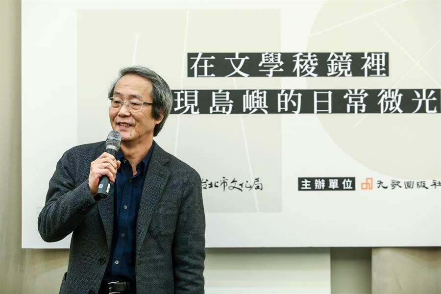 王定國發表獲選感言時透露,九歌出版社創辦人蔡文甫正是當年他剛開始創作小說時「接住他的人」。(鄧博仁攝)