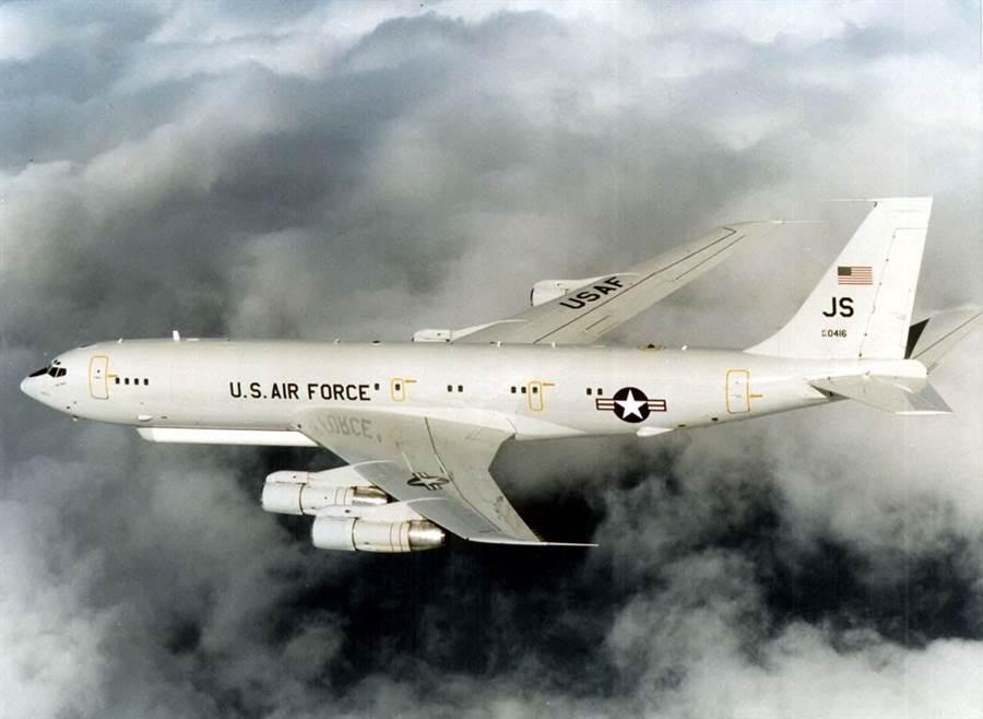 圖中為搭載聯合監視與目標攻擊雷達系統的E-8C聯合星偵察機。(圖/DARPA)