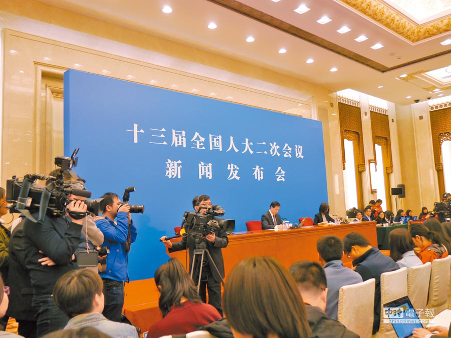 大陸人大十三屆二次會議新聞發布會於4日在人民大會堂召開。(記者張國威攝)