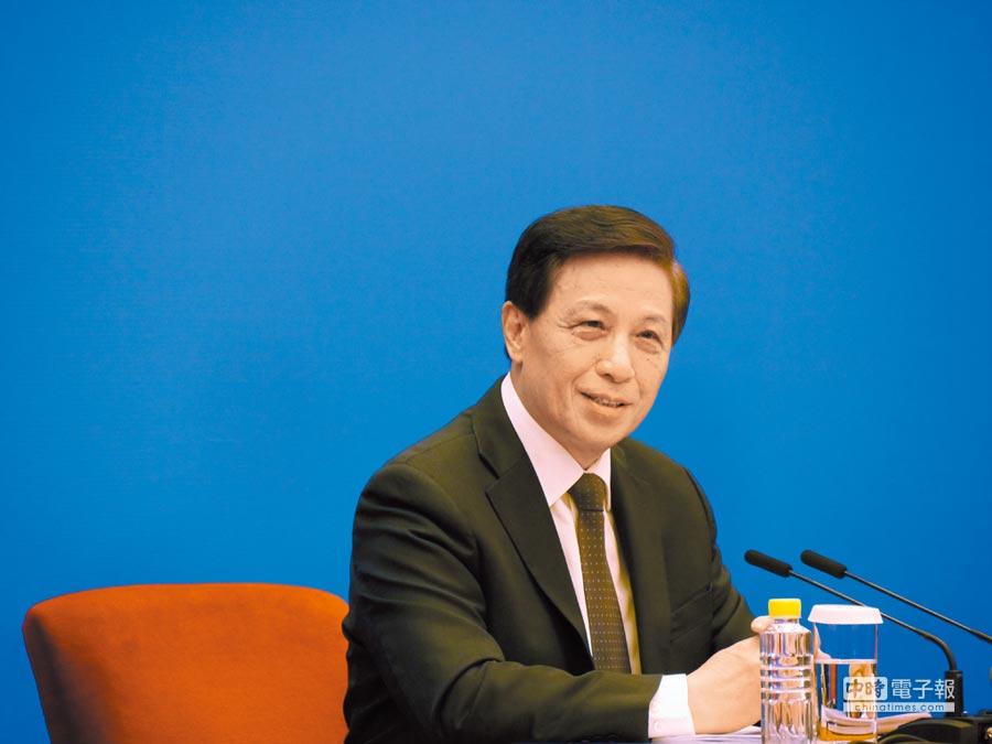 大陸人大新聞發言人、外交部前副部長張業遂4日表示,《外商投資法》不會影響現行港澳台投資法律的適用安排。(記者張國威攝)