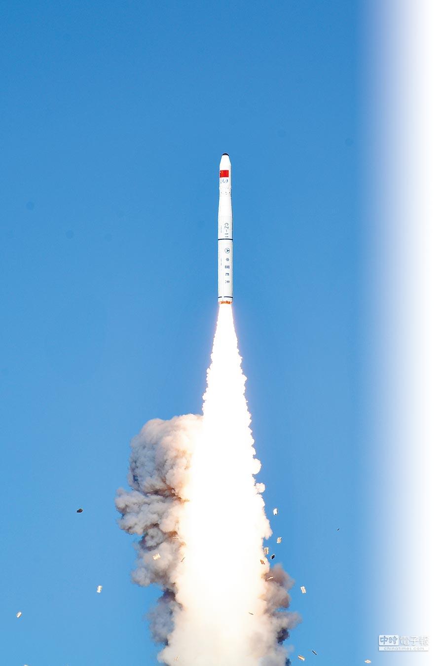 大陸在酒泉衛星發射中心利用長征十一號運載火箭,將「吉林一號」發射升空。(新華社資料照片)