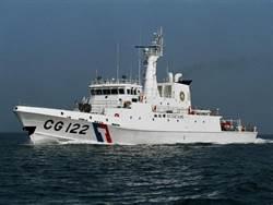 東港漁船海上失火 海巡艦馳援5人平安獲救
