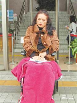 癱瘓40年「月亮歌后」李珮菁吞藥輕生