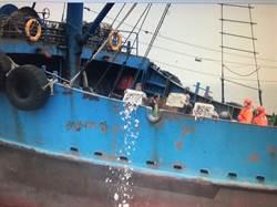 陸船12人越界捕魚 海拋400公斤漁獲