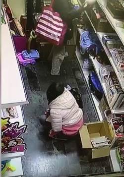情侶進店玩放尿PLAY 老闆調畫面崩潰:小姐邊尿邊看鏡頭笑