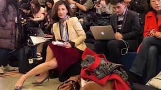 「白眼女記者」又現兩會現場?照片瘋傳引熱議