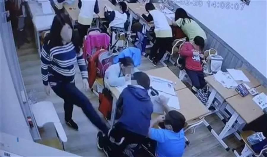 基隆市一名女老師用腳踢學生屁股,遭到遭補習班解聘。(張穎齊翻攝)