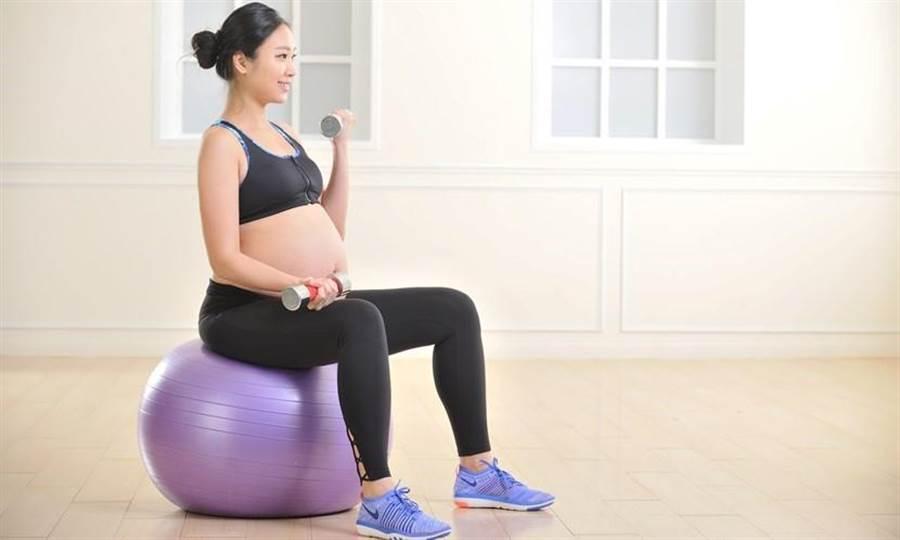 產科教科書建議,從準備懷孕時就要有規律運動習慣,身心健康,受孕機率才會提高。(圖/陳德信)