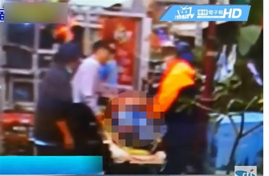 男子昏迷謝龍介宣傳車,夫妻吵架釀意外。(圖擷自中天新聞)