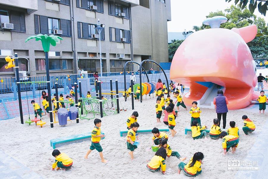 花蓮市公所將百年老舊游泳池改造成兒童戲沙池,近期即將開放幼童體驗。(許家寧翻攝)