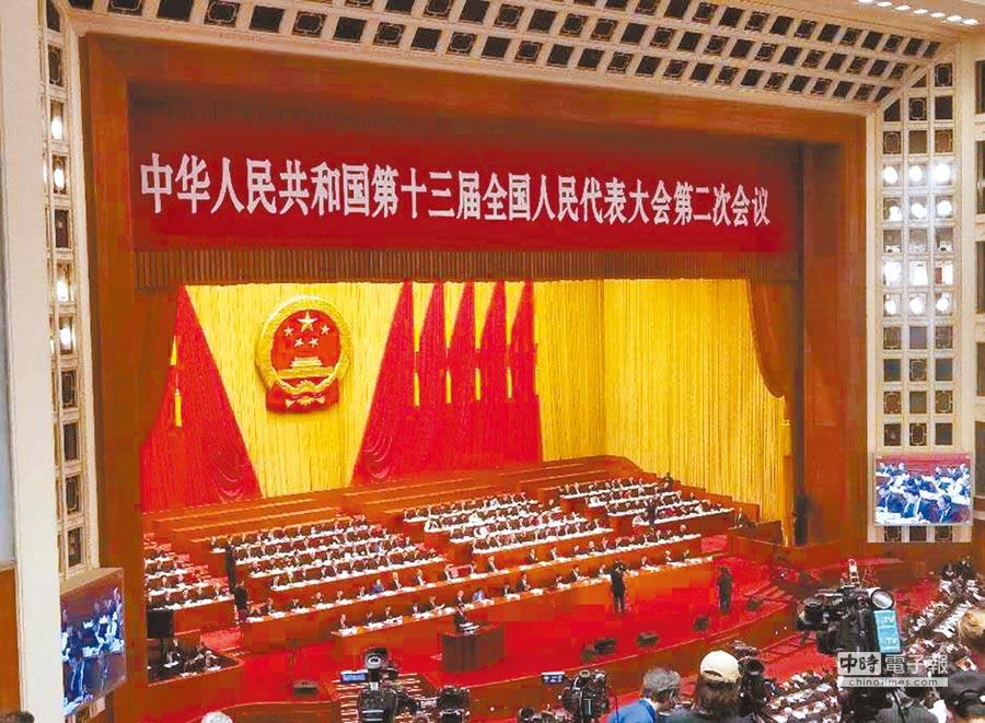 大陸第十三屆全國人大第二次會議5日開幕,總理李克強做政府工作報告。(記者陳君碩攝)
