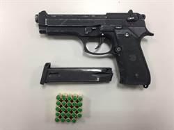 敦南彩妝店前違停 警一問查到3把槍