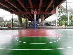 受黑澤明電影啟發 公務員將陸橋下髒亂點變籃球場