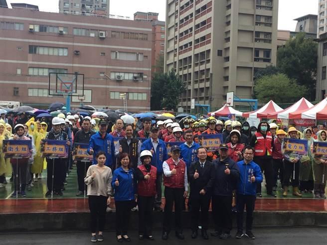 新北市中和區公所與華夏科技大學等合作舉辦地震複合式災害演習,動員20多個單位逾1300人參加,藉此提升全民災防應變效能。(葉書宏翻攝)