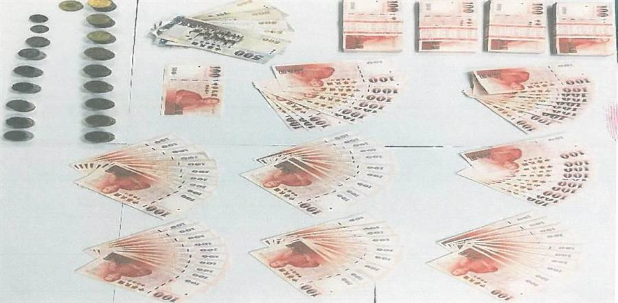 警方從李嫌身上起獲竊取的5萬餘元。(陳鴻偉翻攝)