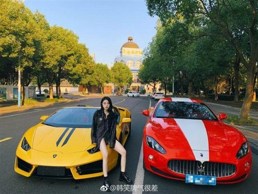 韓笑常常在微博上分享跑車、名牌包的照片(圖/翻攝自微博/韓笑脾氣很差)