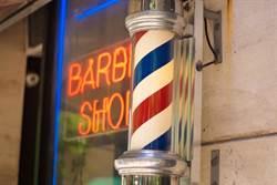 全世界通用!髮廊外為何都有「三色旋轉燈」?