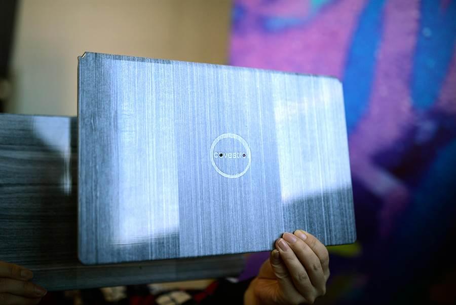 與傳統鎂鋁合金製成的筆電外殼相比,採用科思創Maezio複合材料製成的筆電外殼顯著減少超過70%的碳足跡。