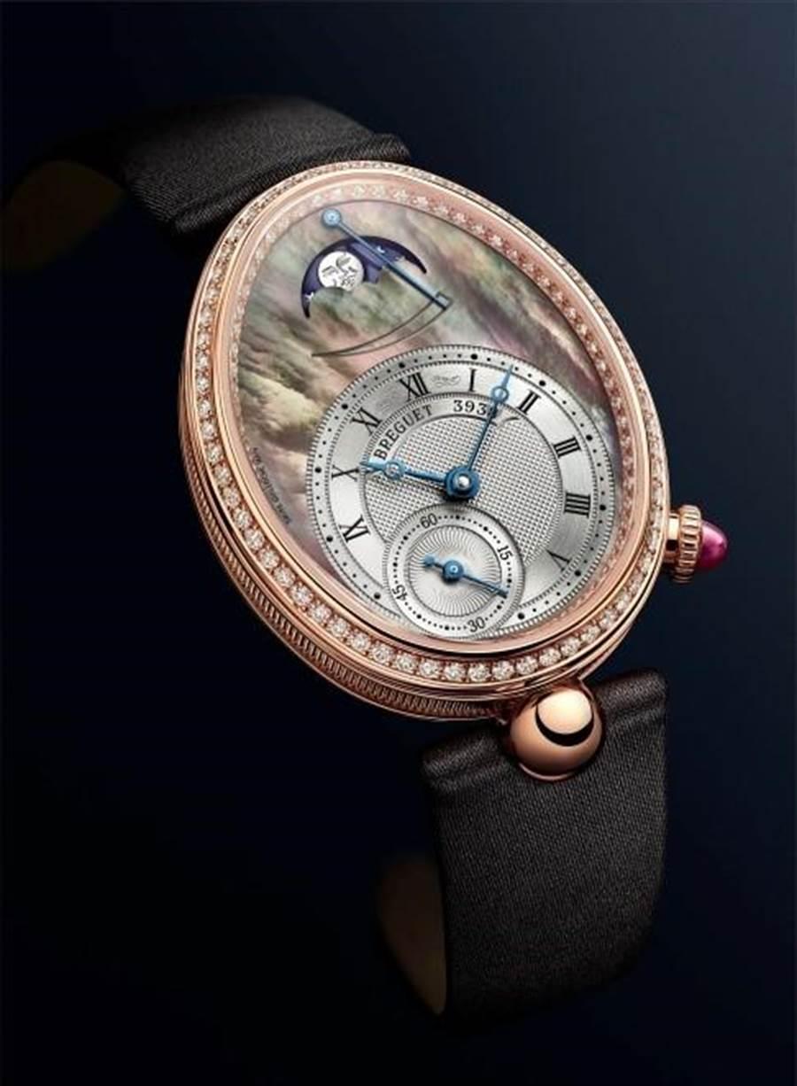 Reine de Naples 8908那不勒斯王后擁有鵝蛋形錶殼搭配各式鑲鑽和珍珠母貝錶盤,盡顯奢華典雅的女人味。