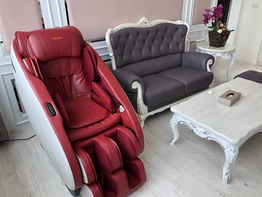 VIP房型有專屬按摩椅。(蔡依珍攝)