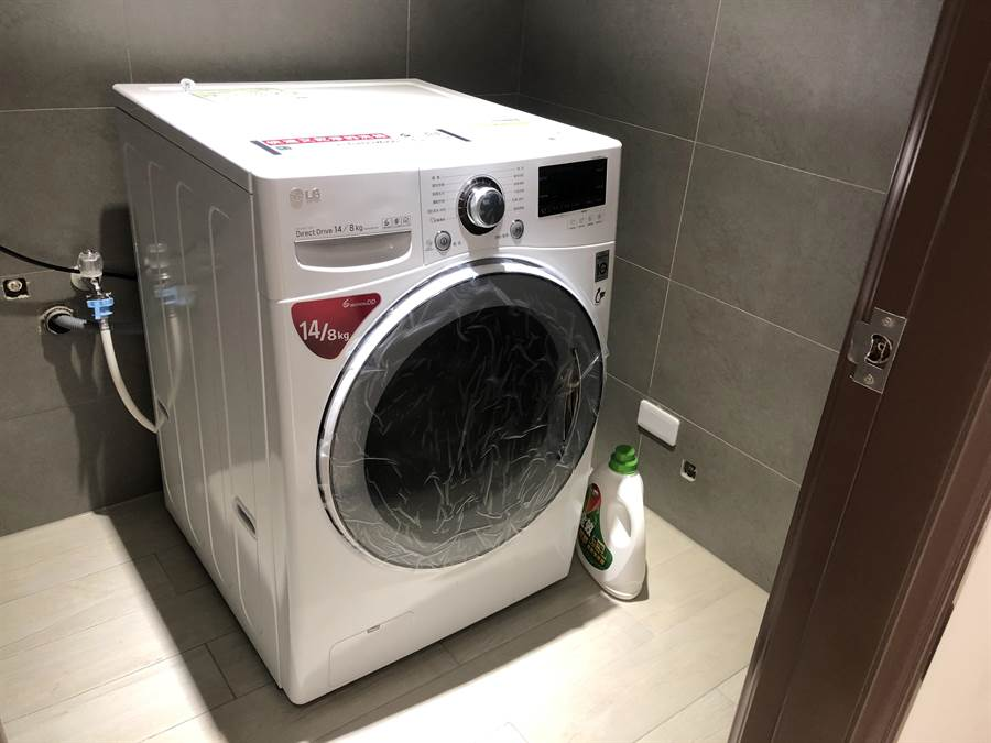VIP房型有專屬洗脫烘洗衣機。(蔡依珍攝)